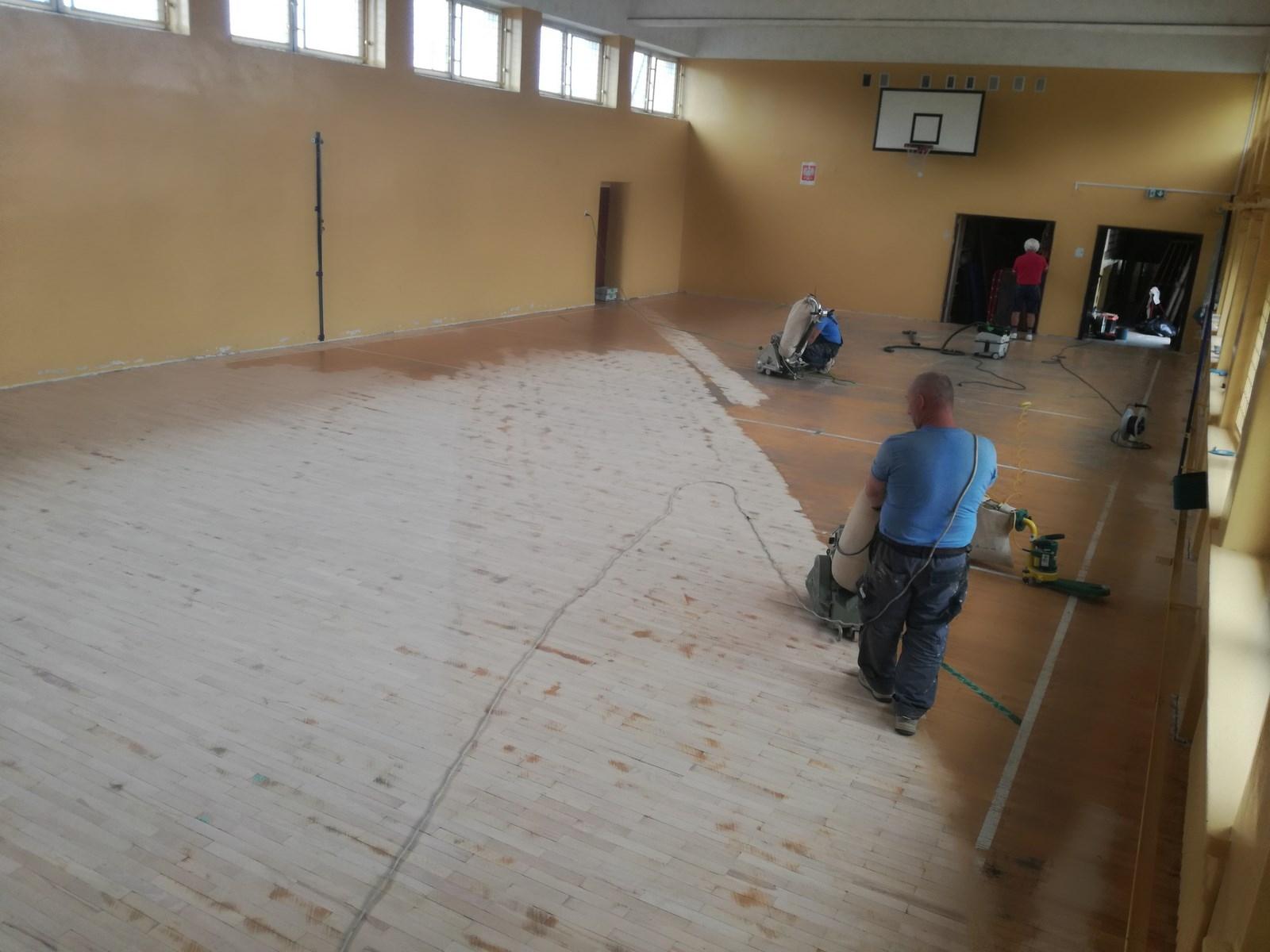 Montaż i cyklinowanie podłóg drewnianych realizacje sala gimnastyczna- OHRPOL